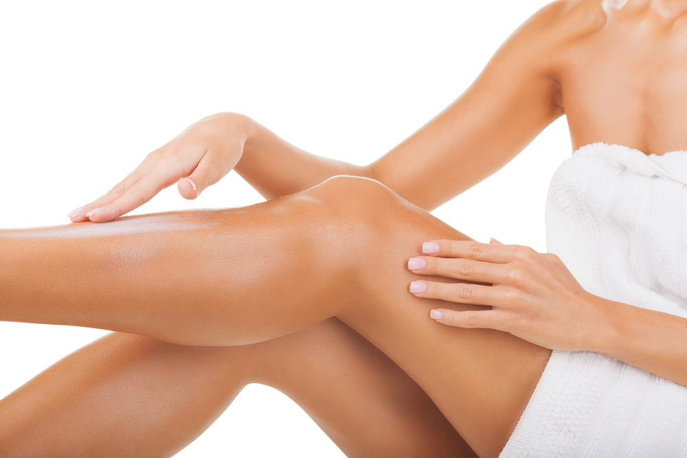 Lionesse-How-to-Shave-Your-Legs-Apply-Lotion