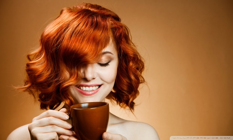 red_haired_woman_drinking_coffee-wallpaper-800x480