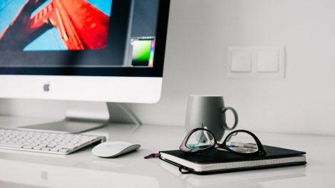 Грижете се за здравето си с подходящи професионални слушалки, стол и амбиентно осветление